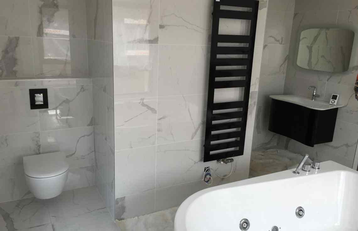 Carrelage Faïence Douche Salle de bain réalisé par Luco & Bataller à Fougères