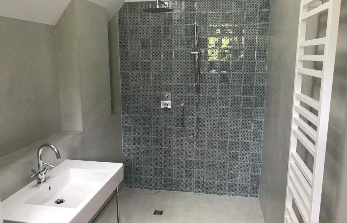 Faïence Carrelage Douche Salle de bain réalisé par Luco & Bataller à Saint-Lunaire