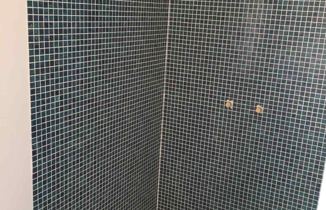 Mosaïque Douche Salle de bain réalisé par Luco & Bataller à Saint-Gildas-de-Rhuys