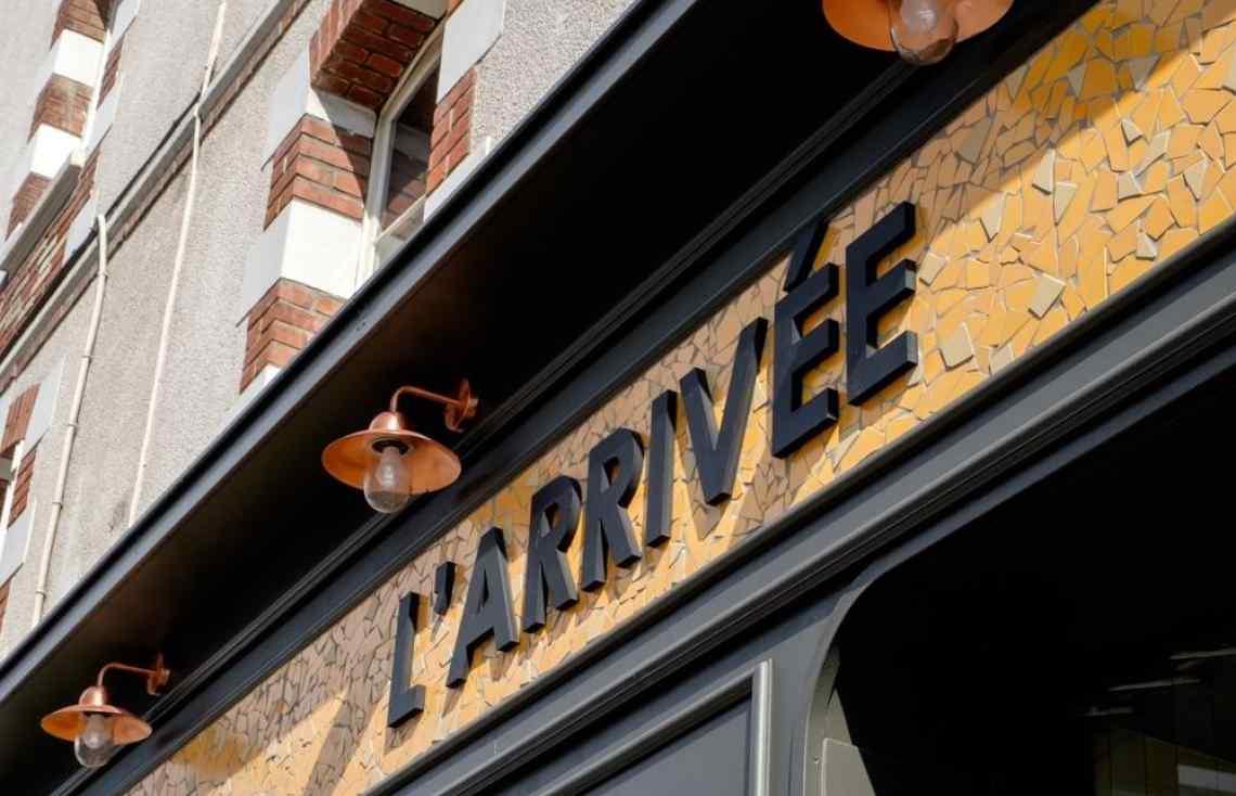 Carrelage Faïence Mosaïque Façade en cx cassés réalisé par Luco & Bataller à Rennes