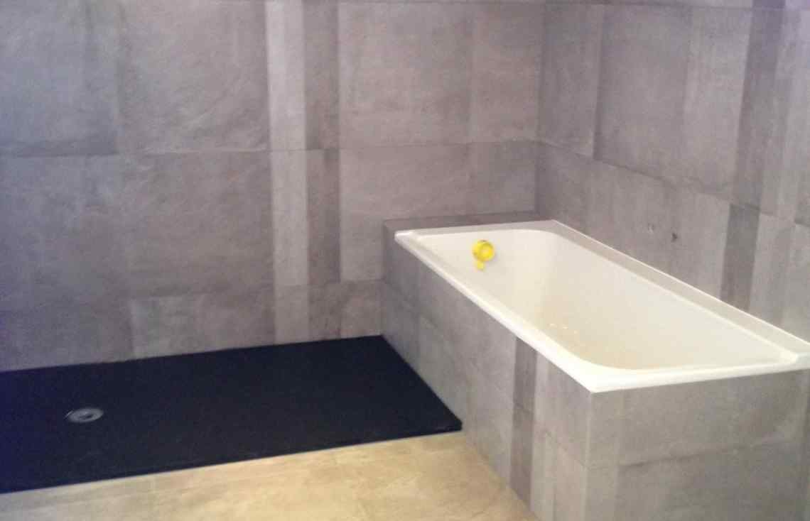 Carrelage Faïence Douche Salle de bain réalisé par Luco & Bataller à Cesson-Sévigné
