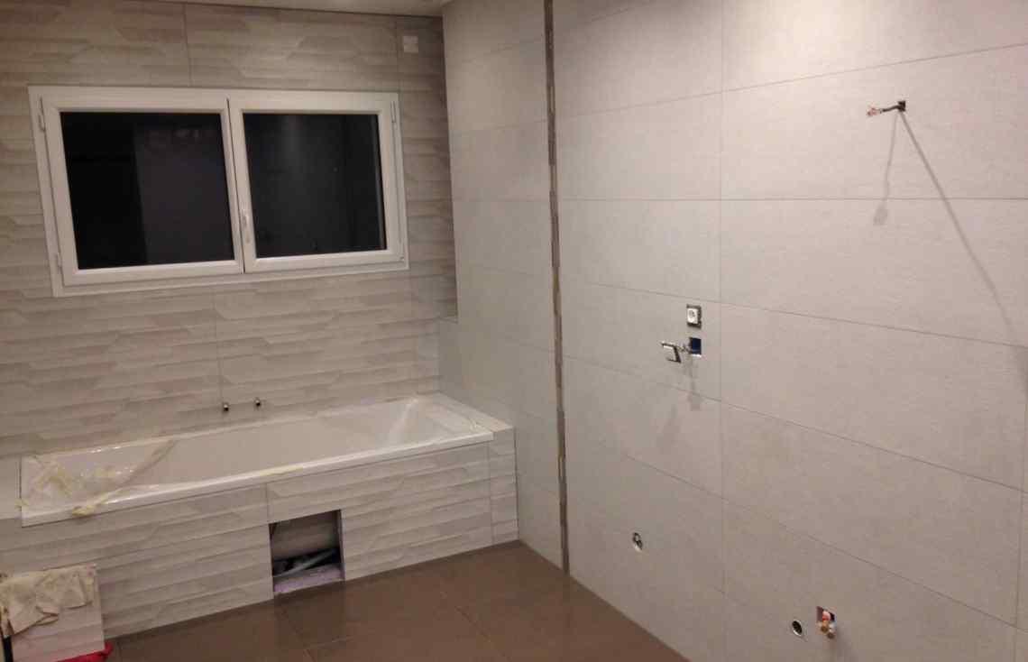 Douche Baignoire Salle de bain Carrelage Faïence réalisé par Luco & Bataller à Cesson-Sévigné