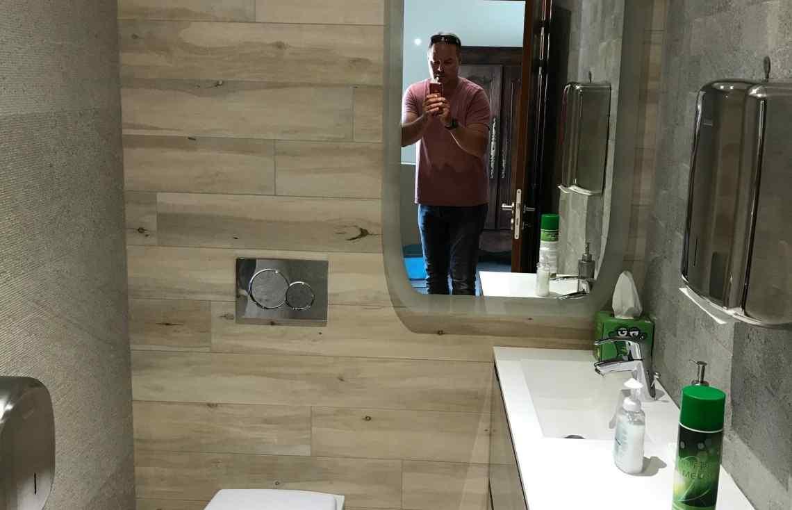 Carrelage Faïence Toilettes réalisé par Luco & Bataller à L'Hermitage